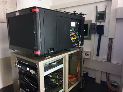 Unser neuer Projektor ist eingebaut!