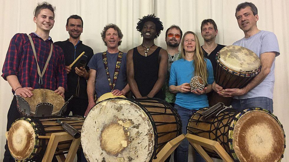 Afrikanisches Trommelfest vor der Kulisse